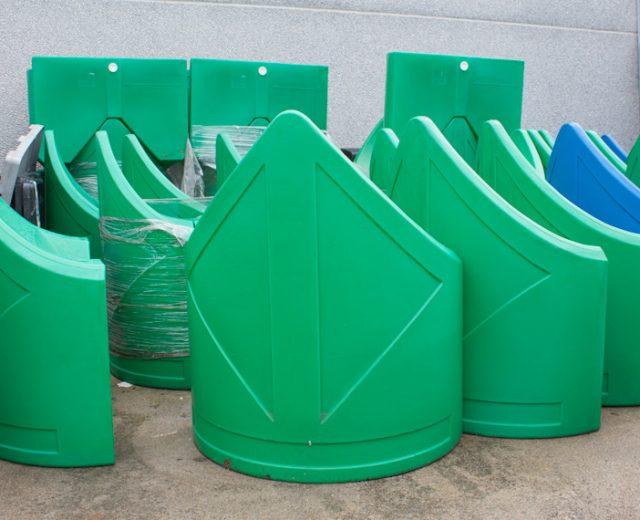 Señalización vial de plástico por rotomoldeo
