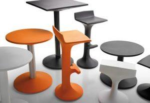 El rotomoldeo en la hostelería, Sillas y mesas rotomoldeo plástico colección Akaba